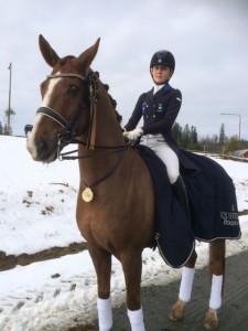 Emelie Aldenfalk med sin häst Winton.